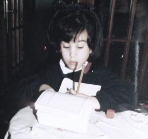 Escribiendo en casa de mis abuelos.